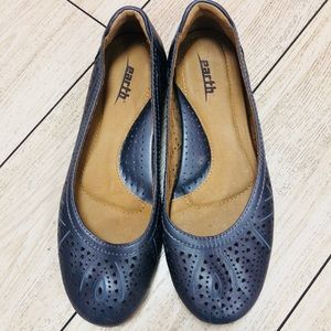 Earth leather ballet flats. Pearlescent gray/blue6